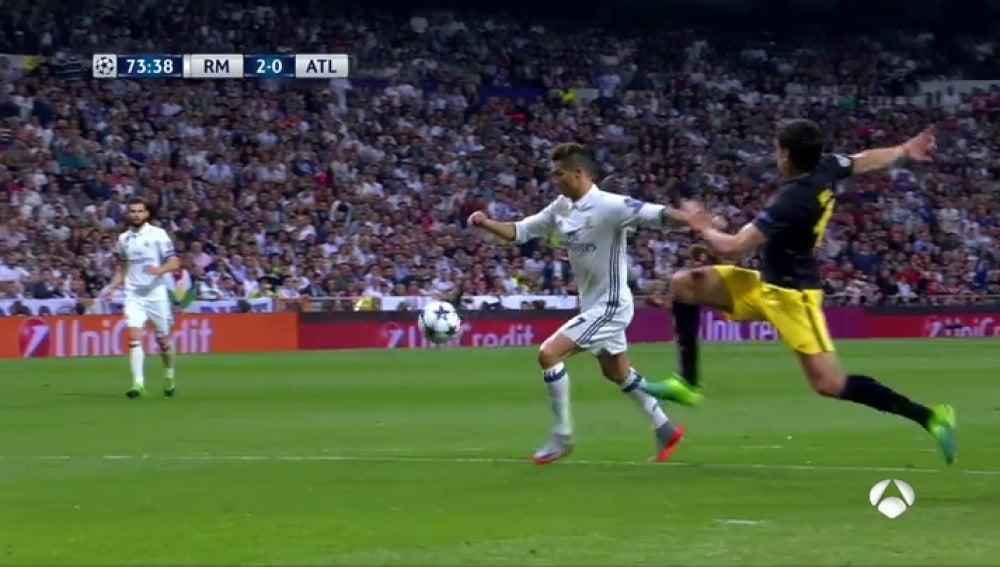 Frame 60.01619 de: El derechazo de Cristiano en el área para sumar el 2-0 para el Madrid ante el Atlético