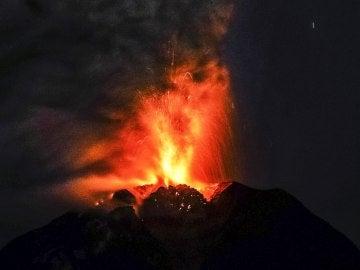 Volcán en erupción (02-05-2017)