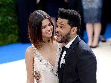 Selena pone ojitos a The Weeknd
