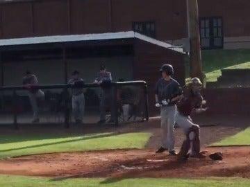 Luke Terry, jugando al béisbol