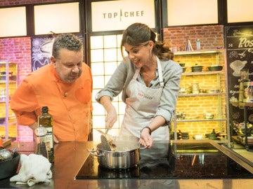 Manuela Velasco se salta las normas de 'Top Chef' y roba a los concursantes