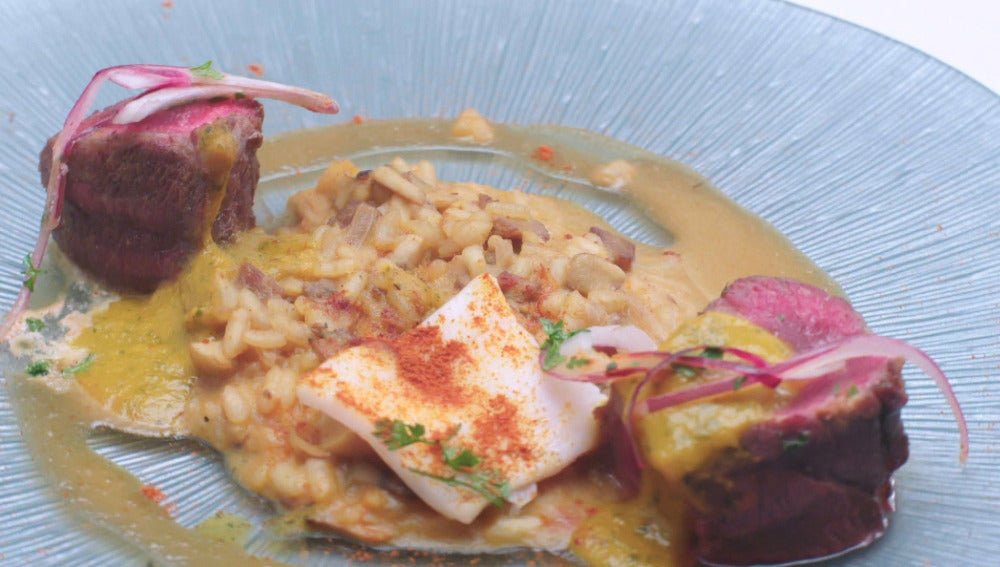 Secreto ibérico, arroz cremoso, salsa cilantro y satay