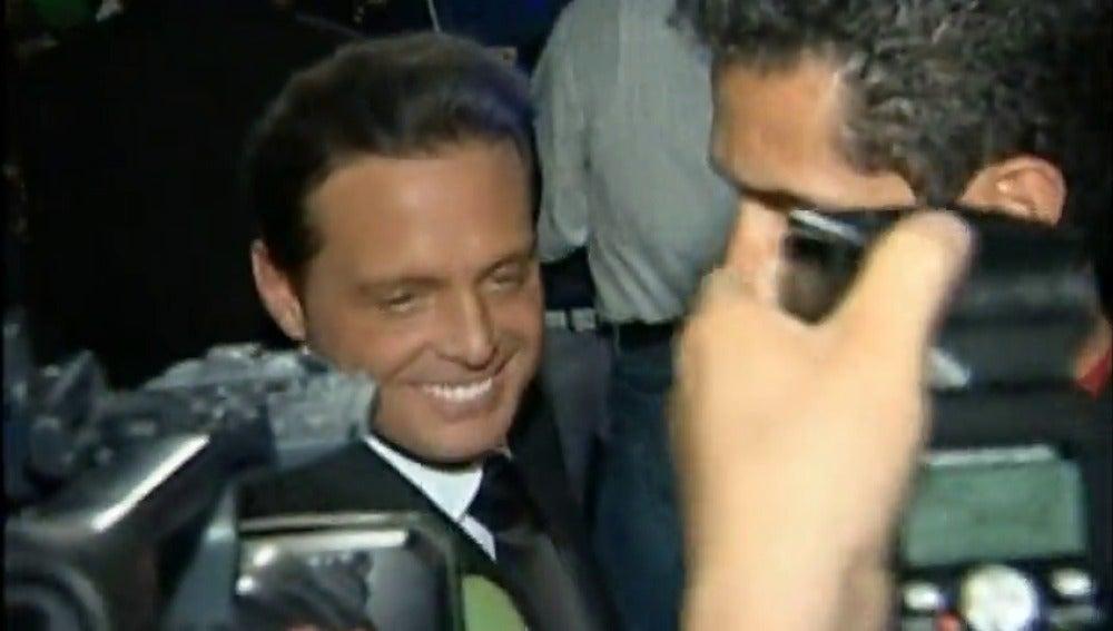 Frame 5.304685 de: Luis Miguel queda en libertad bajo fianza tras ser arrestado en EEUU