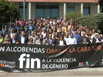 Frame 0.0 de: La Policía busca al asesino de la mujer y su hijo de 12 años en Alcobendas