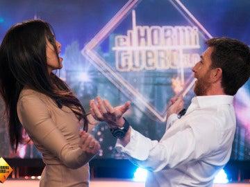 Cristina Pedroche entra en 'El Hormiguero 3.0' bailando reggaeton al son de Shakira junto a Pablo Motos