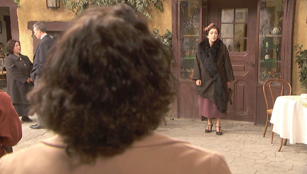 Francisca Montenegro recibe una antigua visita