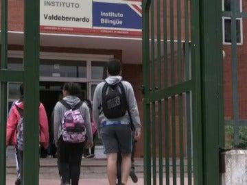 Frame 0.0 de: Una menor de 13 años apuñala hasta cinco veces a otro de 14 años en un instituto de Madrid