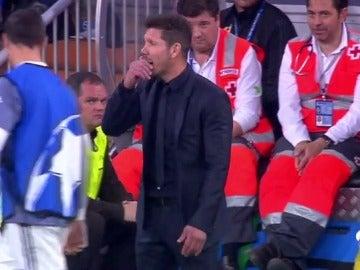Frame 29.46 de: Simeone aclara su episodio con Morata en la banda del Bernabéu durante el Madrid-Atlético