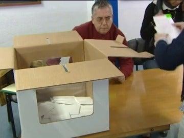 Imagen de unas urnas de cartón, imagen de archivo