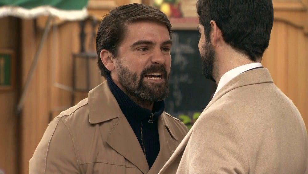 Maroto se encara con Alonso Nuñez de Losada en medio de la 'Plaza de los Frutos'