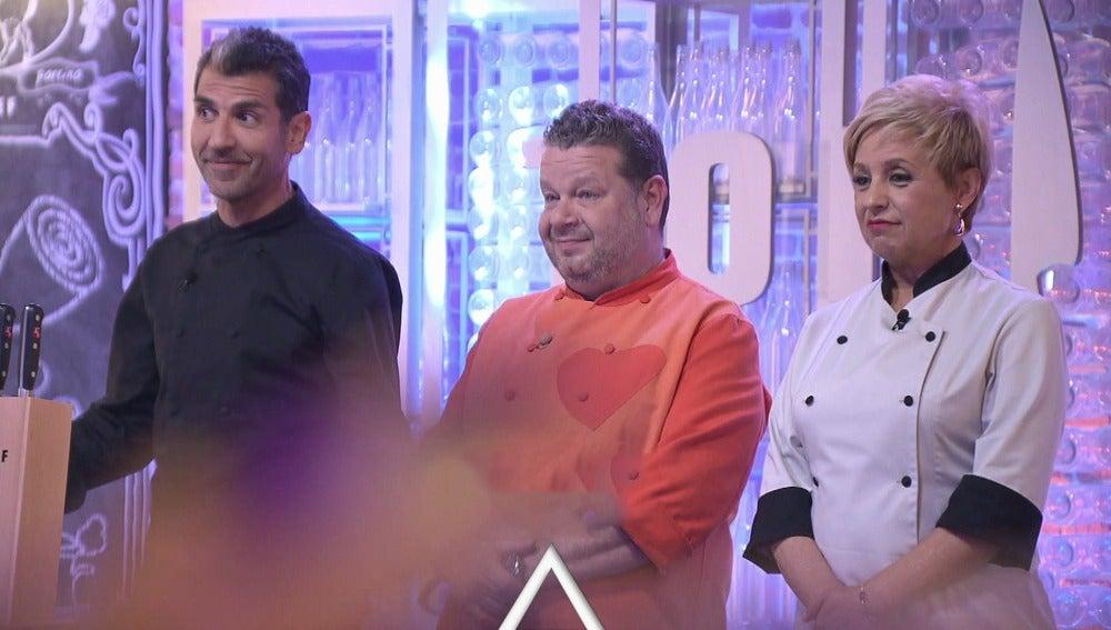 Los concursantes terminan un plato empezado por el jurado