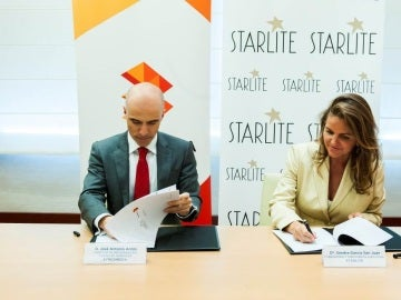 Firma del acuerdo entre Atresmedia y Starlite