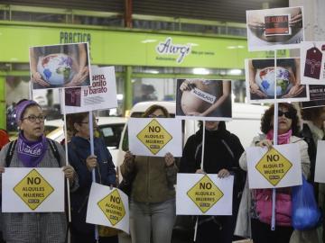 Protestas contra los vientres de alquiler