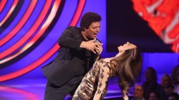 El divertido baile entre Mónica Naranjo y David Moreno