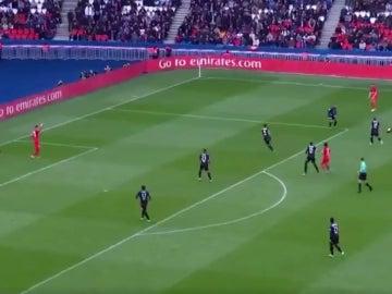 Verratti marca un gol con el portero rival atendiendo a un compañero