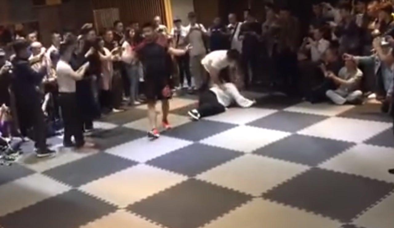 Campeón de MMA deja k.o. a un maestro del Kung-fu