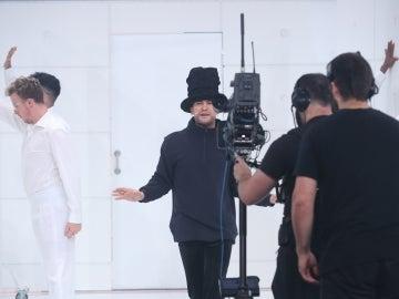 Dabeat sorprende al plató con 'Virtual Insanity' de Jamiroquai