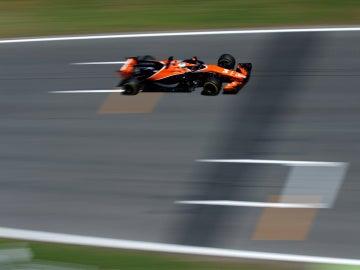 Fernando Alonso, rodando en el trazado de Montmeló