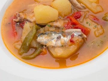 Patatas con sardinas.