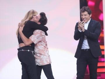 Blas Cantó felicita a la doble de Anastacia