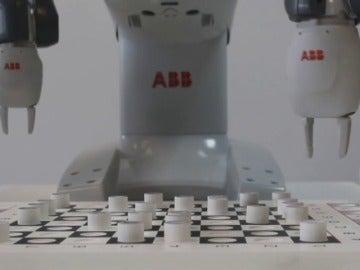 Frame 15.107718 de: Mover robots con la mirada ya es posible