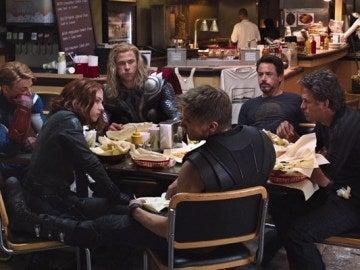 Actores de Marvel en un descanso de rodaje