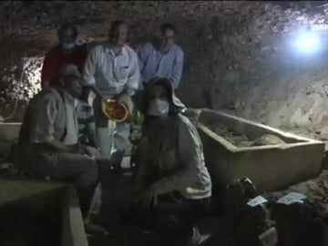 Los arqueólogos que han descubierto las momias