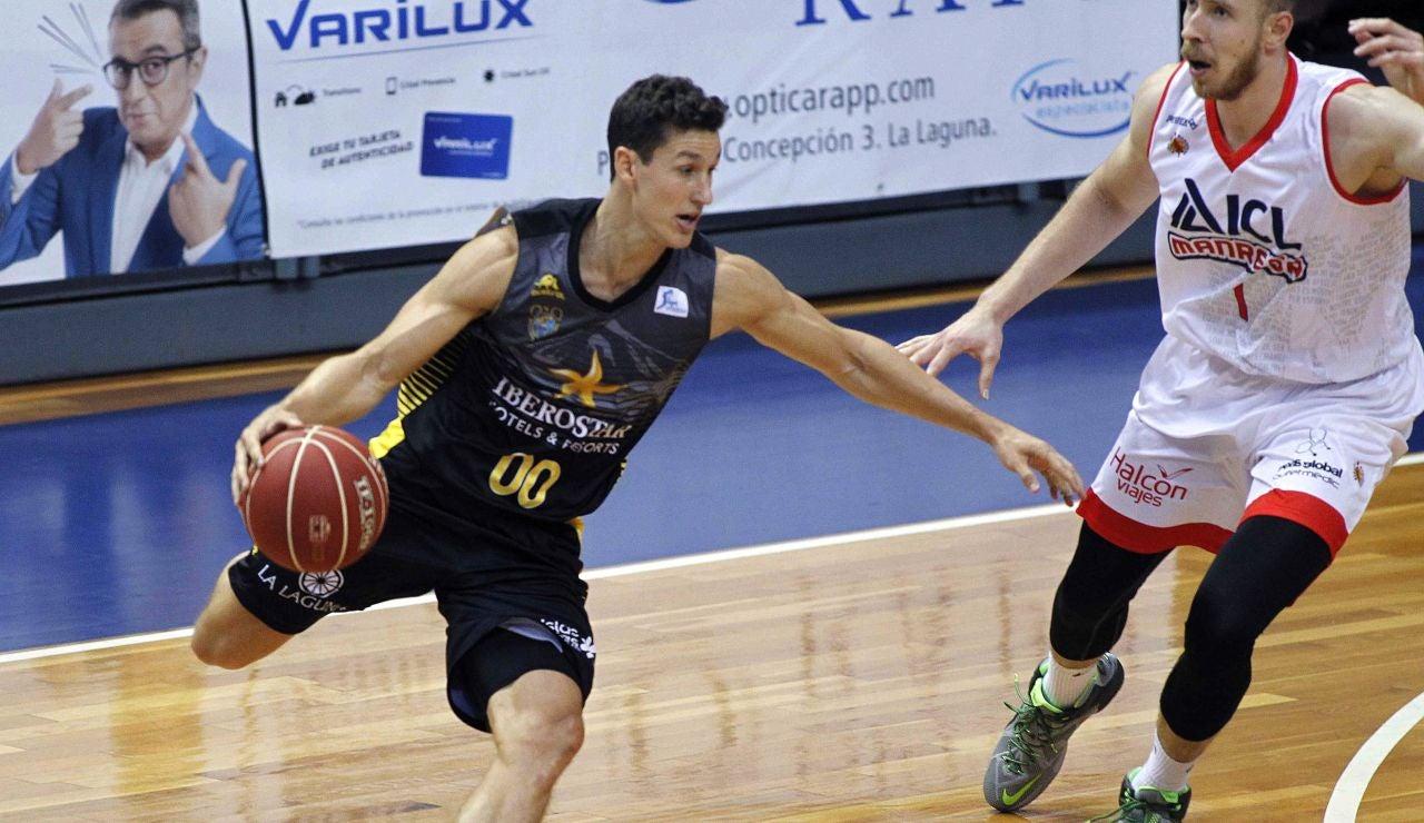 Rodrigo San Miguel bota el balón