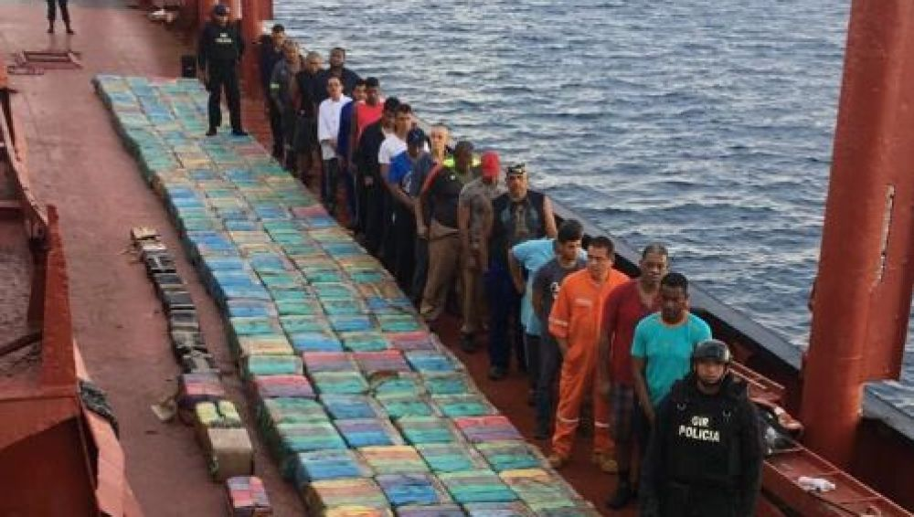 La Policía intercepta un buque con 5.529 kilos de cocaína y detiene a 24 personas
