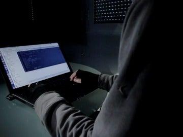 """Frame 22.690265 de: El PP propondrá reclutar hackers y crear una """"ciberreserva"""" al servicio del Estado"""