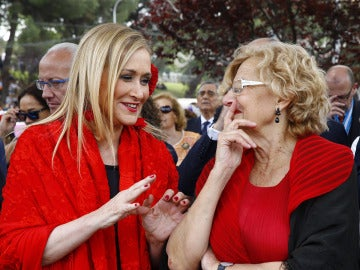 Cristina Cifuentes y Manuela Carmena durante la celebración de San Isidro