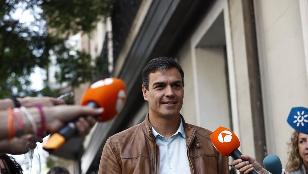 Llegada de Pedro Sánchez a Ferraz