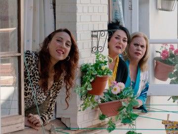 Las vecinas, al tanto de todo lo que sucede en casa de Carmen