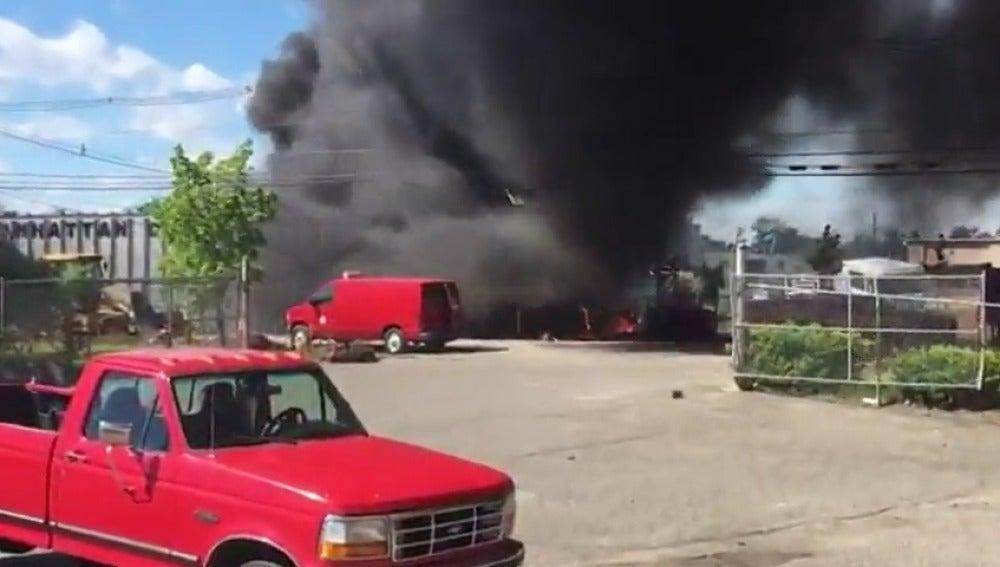 Frame 7.440904 de: Dos muertos al estrellarse avión ejecutivo en el estado de Nueva Jersey