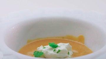 Suquet de langosta, bogavante y cigalas con apio nabo, chirivía, patata y nata y aceite de albahaca