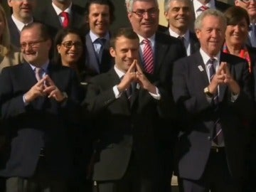Frame 11.943647 de: Macron recibe a la comisión evaluadora de la candidatura olímpica París 2024