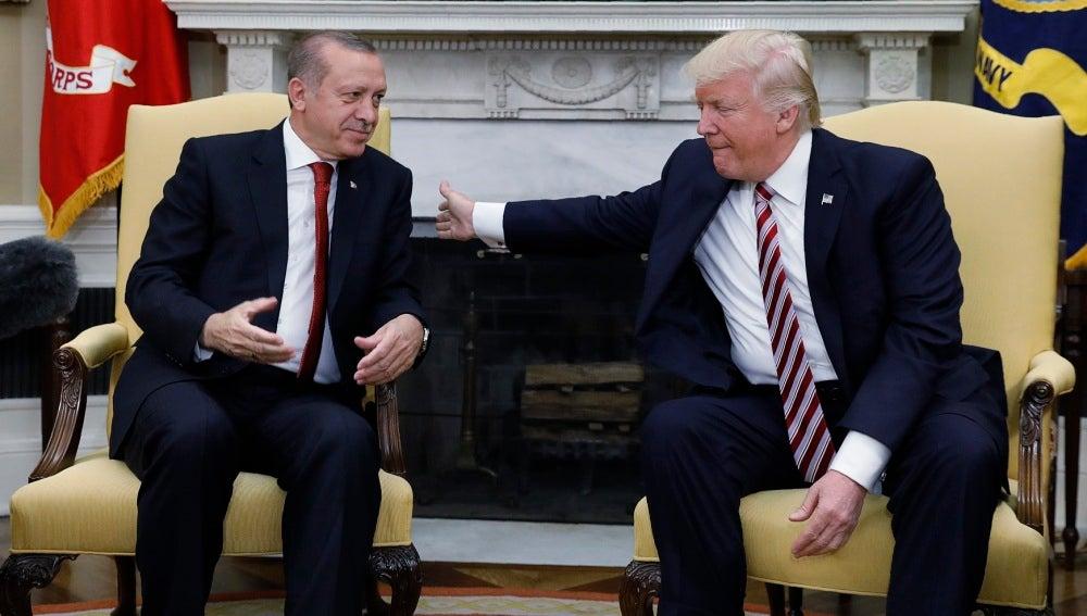 Donald Trump junto a Erdogan