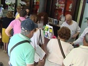 Frame 31.744637 de: Los cruceristas aprovechan para comprar medicinas en España