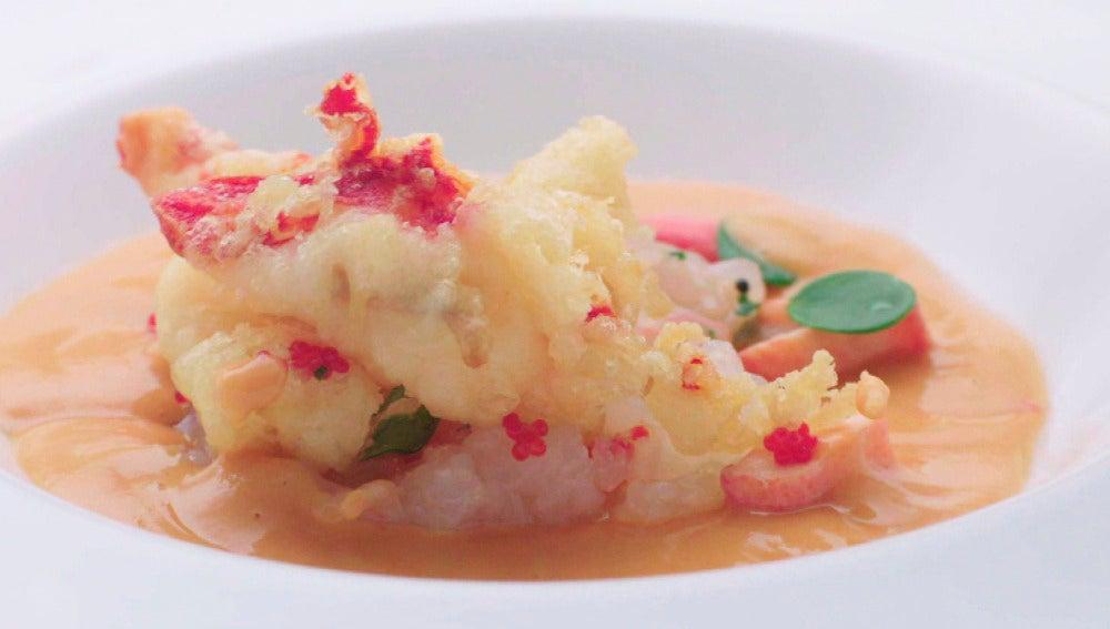 Porra antequerana con esencia de nécora, tartar de cigala y bogavante frito