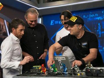 Descubre el primer grupo de música creado con robots de Lego