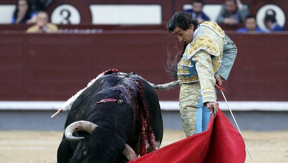 Curro Díaz y López Simón desaprovechan dos toros de triunfo en Las Ventas