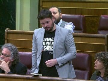Frame 2.403533 de: Rajoy le aconseja a Rufián que no falte el respeto a las personas porque no cuesta nada y nos caería simpático