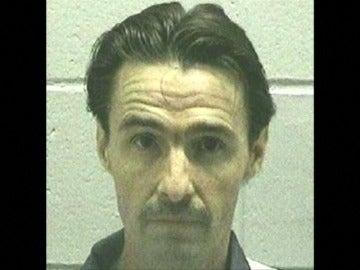 Frame 7.655853 de: Georgia ejecuta a un hombre acusado de semidecapitar al médico que lo trajo al mundo
