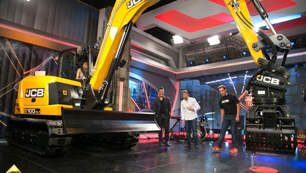 Pilar Rubio supera uno de los retos más complicados de 'El Hormiguero 3.0' con una excavadora gigante