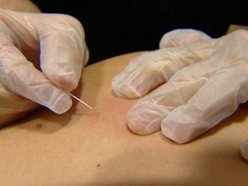 Frame 3.02756 de: Homeópatas, acupuntores y naturistas expulsados del colegio de médicos de Madrid