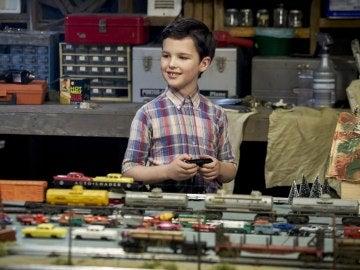 Iain Armitage como el pequeño Sheldon Cooper