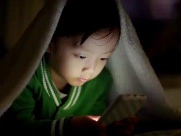Frame 0.0 de: La mejor edad para que un niño tenga un smartphone, según Bill Gates
