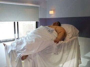 """Frame 3.410777 de: El hombre más obeso del mundo sale del hospital tras una reducción de estómago: """"Motivado de volver a casa"""""""