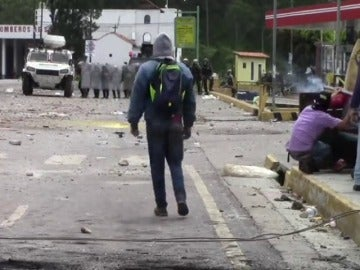 Frame 28.902798 de: Muere un joven de 15 años tras resultar herido en una manifestación en Venezuela