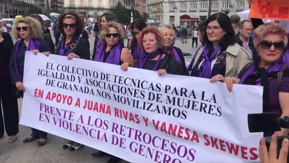 Frame 51.913461 de: Decenas de mujeres se manifiestan en contra de los retrocesos en violencia de género